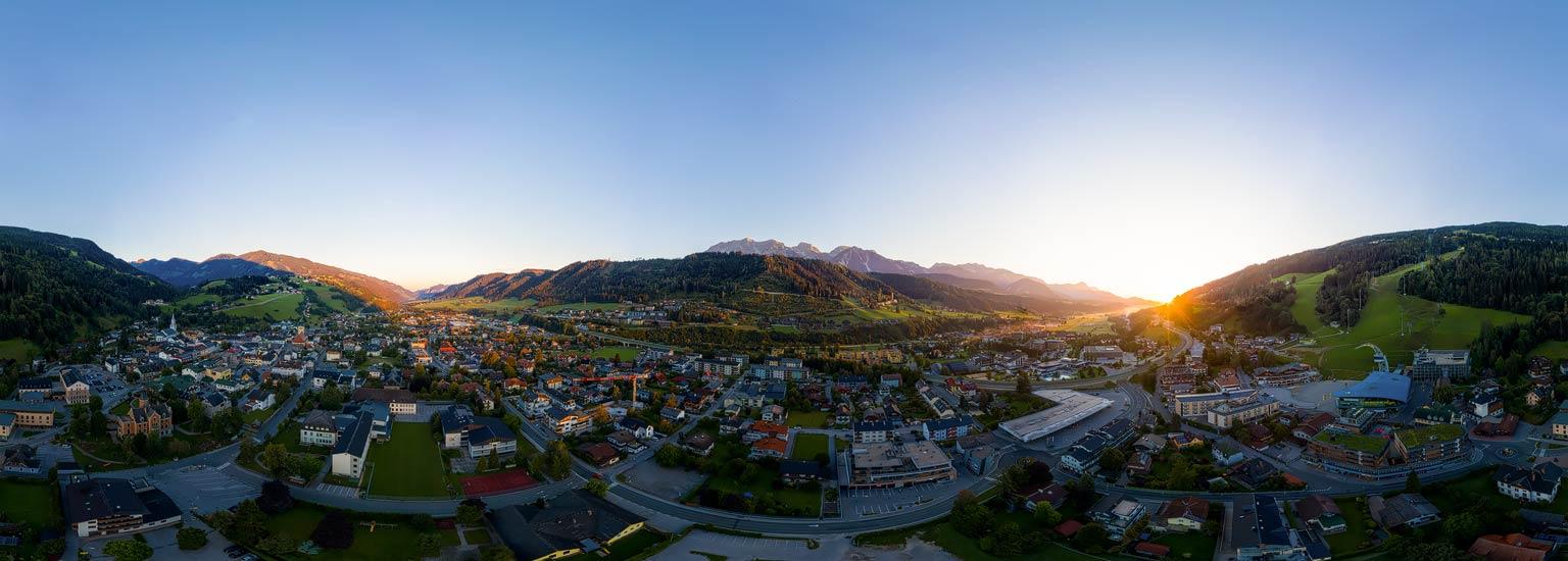 Sonnenaufgang über Schladming; 360 Grad Luftpanorama