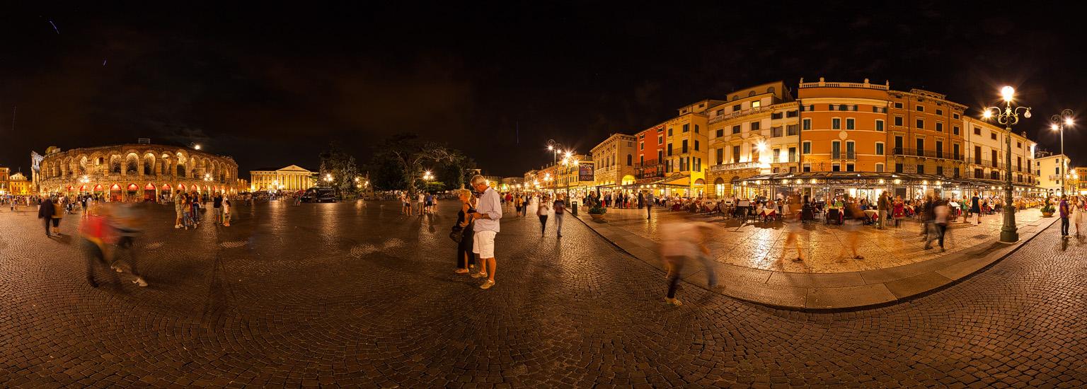 Vor der alten Oper in Verona, am 11.08.2014 3